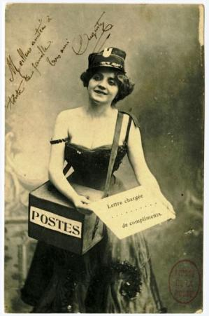 Factrice en carte postale