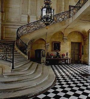 Le hall d entree du chateau