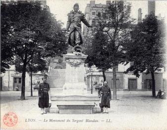Premier monument Blandan