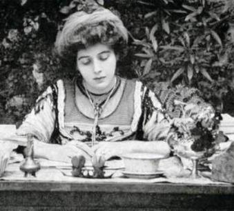 Marguerite Steinheil jeune